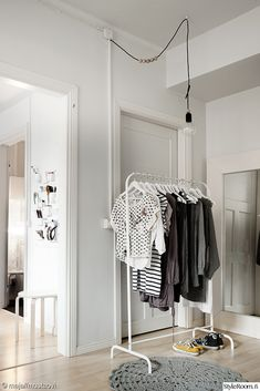 There's one piece of IKEA furniture every stylish girl needs to make their home fashionable. Keep reading to find out the best IKEA clothing rack ideas. Ikea Clothes Rack, Clothes Rail, Portable Clothes Rack, My New Room, My Room, Ikea Mulig, Home Interior, Interior And Exterior, Room Inspiration