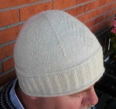 Lappone: White hat in twined kntting