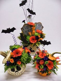 Floral Design by Tina Rainville. 2019 Floral Design by Tina Rainville. The post Floral Design by Tina Rainville. 2019 appeared first on Floral Decor. Spooky Halloween, Maske Halloween, Halloween Designs, Theme Halloween, Holidays Halloween, Baby Halloween, Halloween Pumpkins, Halloween Crafts, Halloween Decorations