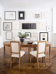 Black and White Gallery Wall || Collage of Artfully Placed Frames