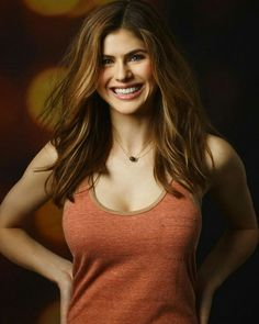 lets look at a set of best Alexandra Daddario pictures of all time. These pictures of Alexandra Daddario show you every part of Alex you ever wished to see. Beautiful Celebrities, Beautiful Actresses, Alexandra Daddario Images, Beauté Blonde, Christina Hendricks, Woman Crush, Hollywood Actresses, Malta, Celebs