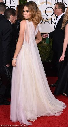 Shop Lily James white one-shoulder tulle gown at Golden Globes 2016 for find Lily James dresses for sale and Golden Globes 2016 red carpet dresses for sale under 200 Actress Lily James, Golden Globes 2016, Sheer Gown, James White, White Chiffon, White Tulle, Strapless Gown, British Actresses, Red Carpet Looks