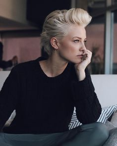 bed head slash need a hair cut 📷 New Hair Do, Great Hair, Short Hairstyles For Women, Cool Hairstyles, Androgynous Haircut, Business Hairstyles, Short Blonde, Hair Art, Hair Today