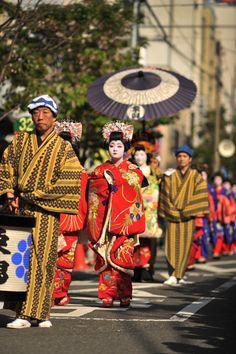 Asakusa Oiran Parade in Japan. Fairs And Festivals, Festivals Around The World, Geisha, Sea Of Japan, Grand Tour, Tokyo Japan, Japanese Culture, Historical Sites, Japan Travel