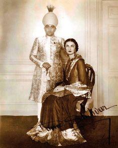 Dürrüşehvar Sultan ve Haydarabad Mihracesi'nin oğlu olan eşi Âzam Cah. Vintage India, History Of India, Women In History, Old Photos, Vintage Photos, Royal Indian, Beautiful Muslim Women, Indian Princess, Evolution Of Fashion