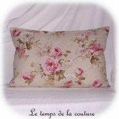 HOUSSE DE COUSSIN  - Tons de beige, rose et vert - FAIT MAIN.