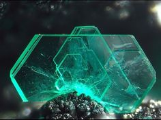 Chalcophyllite, Cu++18Al2(AsO4)3(SO4)3(OH)27•33(H2O), Le Franciman-Paulinet, Tarn, France. Size 3 mm
