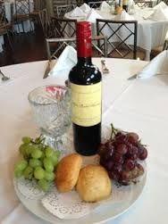 Resultado de imagen para centro de mesa queso pan y vino