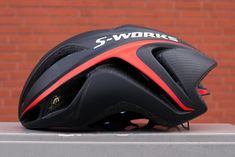 We tested the Kelly Bicycles S-Works Evade helmet. Fantastic fit and cuts through the wind like a knife thourgh butter. Perfect for the Dutch rides! Cycling Helmet, Cycling Bikes, Bike Helmets, Cycling Jerseys, Road Bike Gear, Bicycle Safety, Specialized Bikes, Bicycle Clothing, Bike Wear
