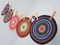 gift presents: pot holders for home, crochet pattern