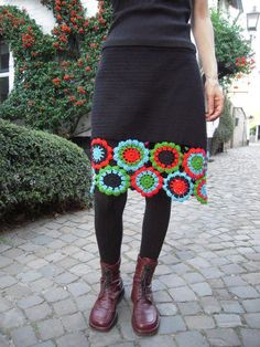 crochet skirt idea—could even take a prefabricated skirt and just add the crochet flowers around the bottom. I love this! Thrift shop skirt could work .or, do a different edging altogether. Mode Crochet, Crochet Diy, Crochet Skirts, Knit Skirt, Crochet Motif, Crochet Crafts, Crochet Clothes, Crochet Flowers, Crochet Projects
