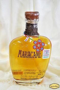 Tequila Maracame añejo, a la boca es gentil o suave, una entrada delicada seguida de notas de coco seco y tostado, crema de vainilla y especies finas como canela, y toques de uva pasa. 18 meses reposado en barrica.