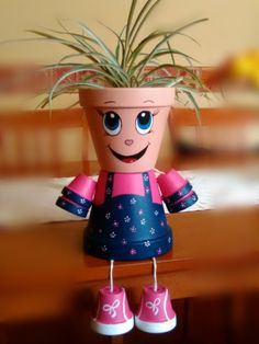 Clay Pot Projects, Clay Pot Crafts, Diy Clay, Diy And Crafts, Flower Pot People, Clay Pot People, Painted Plant Pots, Painted Flower Pots, Brick Crafts
