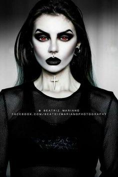 Model & photo: Beatriz Mariano Photography Welcome to Gothic and Amazing |www.gothicandamazing.com