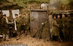 Heartbreaking Photos of Troops on the Eve of the Battle of the Somme. A group of soldiers hang up clothes as they relax outside a shelter near the trenches of the battle of the Somme. World War One, First World, Ww1 Battles, Battle Of The Somme, British Soldier, British Army, Lest We Forget, Army Soldier, British History