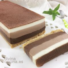 Tarta tres chocolates // Three chocolate cake recipe in spanish Sweet Recipes, Cake Recipes, Dessert Recipes, Tapas, Something Sweet, I Love Food, Cupcake Cakes, Sweet Treats, Food And Drink