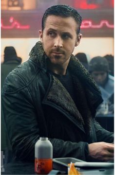 Blade Runner 2049 (2017) Ryan Gosling . http://www.esquire.com/style/news/g3163/ryan-gosling-coat-blade-runner-2049/