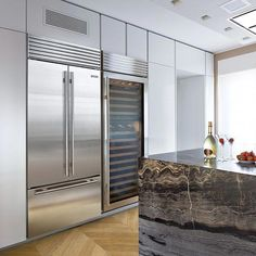 The Sub-Zero French door refrigerator/freezer is one of the latest in Sub Zero's renowned line of built-in refrigeration. The two refrigerator doors allow for more open-door access, a benefit for small kitchens, or where space is an issue. Double Door Refrigerator, Kitchen Refrigerator, Refrigerator Freezer, Subzero Refrigerator, Double French Doors, French Doors Patio, American Fridge Freezers, American Fridge Freezer Built In, Kitchen Door Knobs