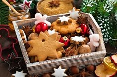 Lots of holiday memories and traditions are tied to holiday baking and food. Here are tips to help you choose the perfect recipes for your holiday baking this year. Holiday Treats, Christmas Treats, All Things Christmas, Christmas Cookies, Holiday Baking, Christmas Baking, Fun Desserts, Dessert Recipes, English Trifle