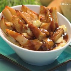 Try Poutine! You'll just need 1 lbs baking potatoes such as Russet, 2 ActiFry spoons vegetable oil, divided, tsp each salt and pepper (approx. Poutine Recipe, Cooking Time, Cooking Recipes, Tefal Actifry, Crispy Chips, Canadian Food, Canadian Poutine, Stuffed Peppers, Cooking