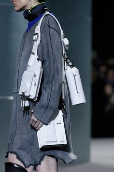 Alexander-Wang fall-2014 bag Fashion Bags, Fashion Show, Fashion Models, Nyc Fashion, High Fashion, Grey Fashion, Luxury Fashion, Autumn Fashion, Funky Fashion