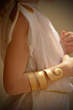 Tutorial on how to make a quick and easy Roman Serpent Bracelet for kids.