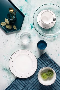 Auch mit Blautönen lässt sich unser Design Herzerl Grau wunderbar kombinieren Hart, Plates, Tableware, Design, Elegant, Sweet, Environment, Accessories, Dishes