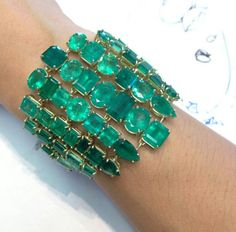 Emerald Cuff Bracelet of Extraordinary Beauty – Gorgeous Gems and Jewelry I Love Jewelry, High Jewelry, Jewelry Art, Vintage Jewelry, Jewelry Accessories, Jewelry Design, Jewellery, Emerald Jewelry, Turquoise Jewelry