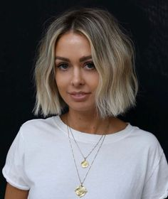 50 Best Bob Haircuts and Hairstyles for Women in 2020 - Hair Adviser - - If you're searching for a change but don't know where to start, opt for a bob haircut. You'll find all the latest & trendiest bob hairstyles in our article! Best Bob Haircuts, Hairstyles Haircuts, Straight Hairstyles, Anime Hairstyles, Hairstyle Short, School Hairstyles, Blonde Bob Hairstyles, Office Hairstyles, Stylish Hairstyles