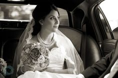 Photo inspiration - Bride in the limo on the way to the church