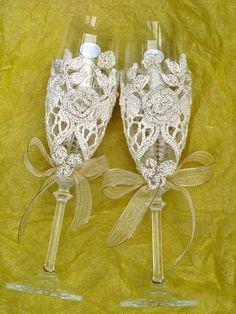Love this idea :) libraries, beauti crochet, craft, anniversary, patterns, crochet glasses, weed idea, crochet wedding ideas, crochet idea