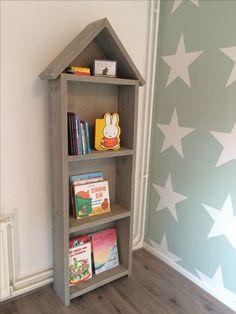 Boekenkast steigerhout zelfgemaakt babykamer