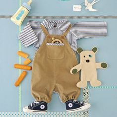 Une chemise et une salopette pour enfant à coudre