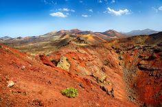Parque Nacional de #Timanfaya - #Lanzarote . #IslasCanarias Canary Islands, Mount Rainier, Travelling, Nature, National Parks, Fire, Photos, Lanzarote, Naturaleza