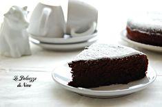 La torta al cacao è una ricetta facile e veloce da preparare. Non contiene lievito ma è ugualmente morbida, ed è umida. Perfetta da mangiare tiepida accompagnata da una pallina di gelato alla crema.