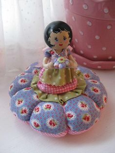 Sweet little pincushion Sewing Hacks, Sewing Crafts, Sewing Projects, Sewing Kits, Clothespin Dolls, Half Dolls, Needle Book, Wooden Dolls, Sewing Accessories
