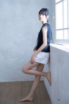 Japanese Beauty, Asian Beauty, Leg Thigh, Japanese Models, Photo Reference, Barefoot, Cute Girls, Thighs, Ballet Skirt