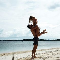 Pin by maddy partyka on simply lusting парные фотографии, пл Couple Photography Poses, Beach Photography, Couple Beach Pictures, Boyfriend Goals Teenagers, Couple Goals Cuddling, Beach Poses, Relationship Goals Pictures, Photo Couple, Cute Couples Goals