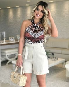 Short floral com abotoamento Office Outfits, Casual Outfits, Fashion Outfits, Fashion Moda, Womens Fashion, Look Con Short, Full Circle Skirts, Long Tops, Casual Looks