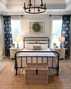 80 Urban Farmhouse Master Bedroom Remodel Ideas - Home Decor Guest Bedrooms, Home, Bedroom Makeover, Home Bedroom, Modern Farmhouse Style Bedroom, Farmhouse Style Bedrooms, Modern Bedroom, Remodel Bedroom, Master Bedrooms Decor