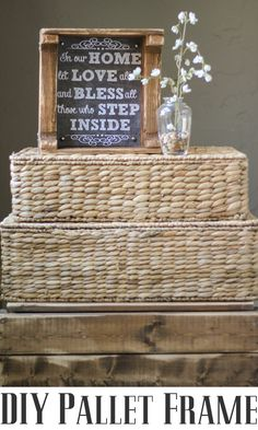 Easy Pallet Frame!  So doing this!