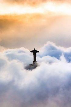 Estátua do Cristo Redentor encoberta pelas nuvens, Rio de Janeiro, Brasil !!! (40 pieces)