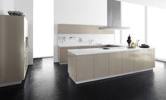 moderne küche design kochinsel hochglanz farbe goldene nuance