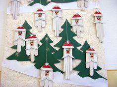 A mikulásfejek falapocból készültek, a sapka, a bajusz gumilapból van. Ablak-, ajtó- vagy karácsonyfadísznek is jó.