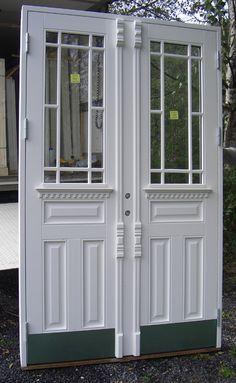 svart ytterdør - Google-søk Home Projects, Entrance, Farmhouse, Cottage, Exterior, Cabin, Windows, Doors, Entryway