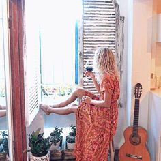 Sunshiney days in our Spanish abode in the heart of Sydney. ☀️🍷🎼 This really is the cutest budget Airbnb 🤗 If you'd like the details - let me know and I'll send you a message with the link ✨