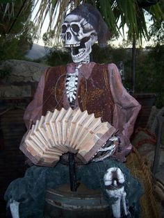 Halloween Discussion Forum, Haunts and Home Haunt Community. Pirate Halloween Party, Halloween Art, Pirate Decor, Pirate Theme, Outside Decorations, Skull Wallpaper, Scary Halloween Decorations, Pirates Of The Caribbean, Theme Ideas