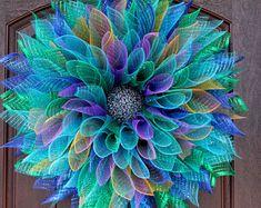 15 refreshing handmade summer wreath designs you need 15 refreshing handmade summer wreath designs you need # door wreath How to Make a (Super Easy) DIY Deco Mesh Wreath. Deco Mesh Crafts, Wreath Crafts, Diy Wreath, Tulle Wreath, Deco Mesh Wreath Tutorial, Wreath Bows, Wreath Making, Wreath Ideas, Summer Deco