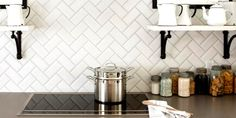 This article presents ten creative kitchen backsplash ideas that are functional and beautiful at the same time. Kitchen Tiles Design, Kitchen Backsplash, Backsplash Ideas, Kitchen Reno, Kuching, Herringbone Subway Tile, Subway Tiles, Solid Wood Kitchens, Oak Kitchens