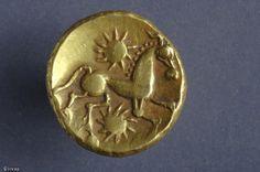 Monnaie gauloise en or découverte en 2005 sur le chantier de la rue aux Ours à Rouen.